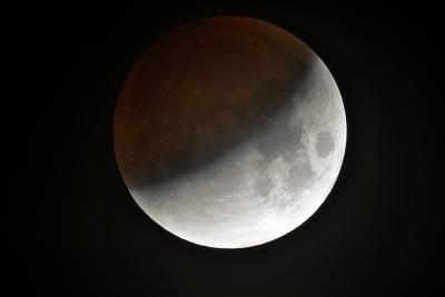 Prima eclipsa de Luna din 2018, vizibila partial si in Romania
