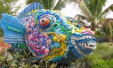 Arta din deseuri de plastic, pentru mari si oceane mai curate